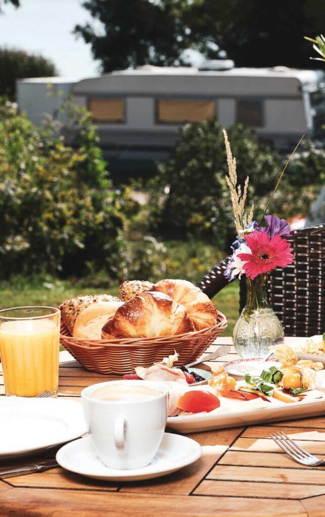 Restaurant mit leckerem Essen unter anderem Pizza kaffee und Kuchen